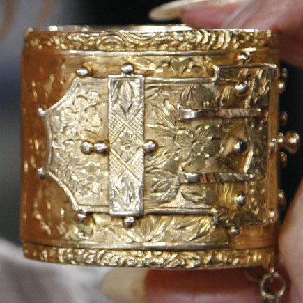 Antique Russian 18kt gold cuff, heavy and substantial, from the Victorian era.