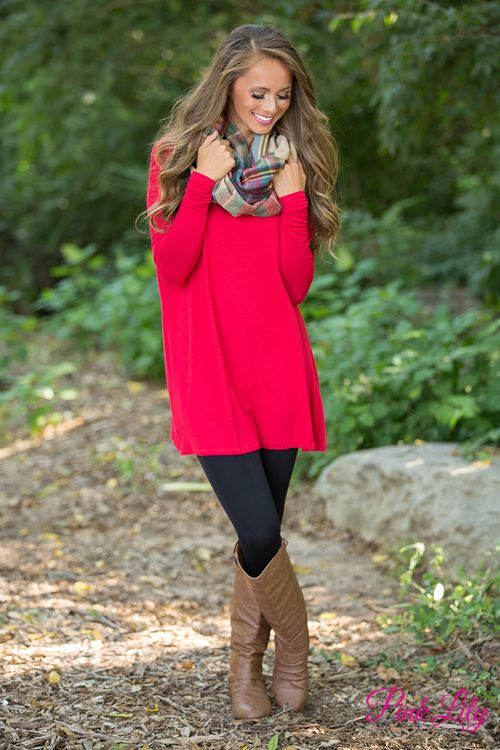 There's no need to worry about how cute you'll look in this red tunic ! It is so simple and chic!