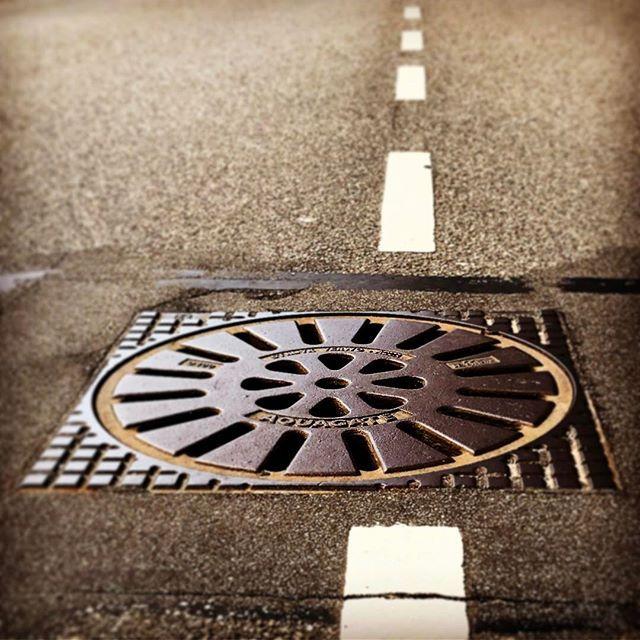 #circle #circular #round #roundshape #cirkelvormig #circleoftheday #everyday #project2017 #road #manhole #manholecover #put #putdeksel #sewercover #sewer