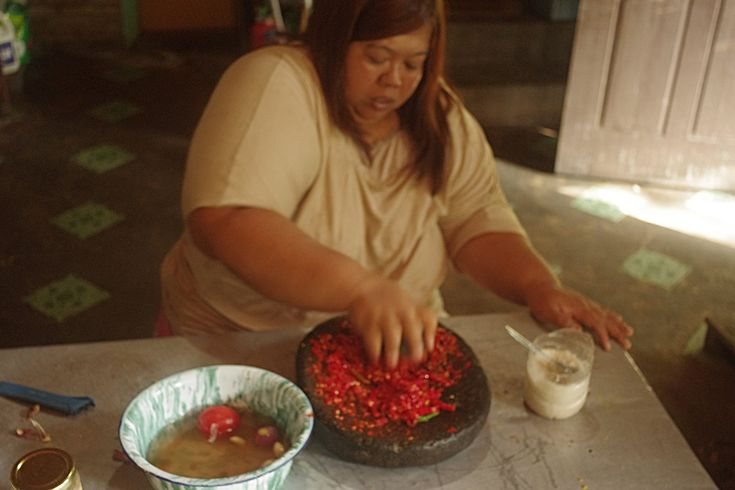 Cooking with Nora - we're making an Indonesian curry in Bukit Lawang, Sumatra