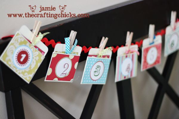 -Christmas Countdown Garland-Little cards with activities to do with your family at Christmas time (25 ideas or traditions)-Love this so much!