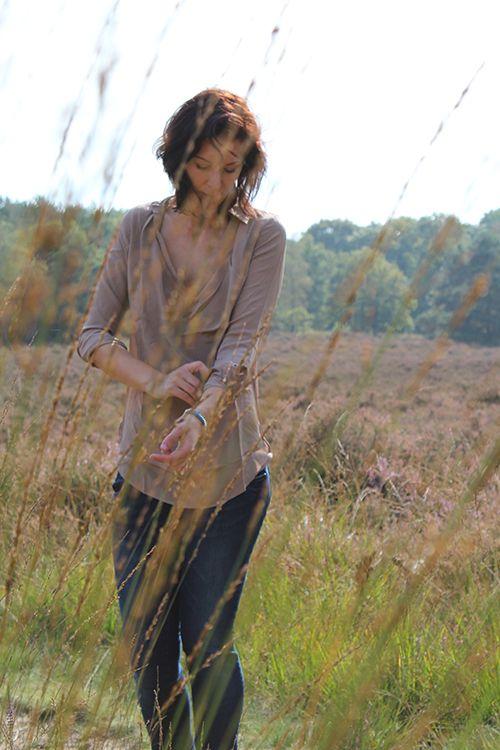 B.loved Blouse zijde Taupe # 69,95 / Pulz Jeans Annet € 89,95 #blouse #zijde #silk #taupe #heide #jeans #denim #spijkerbroek #pulzjeans #beloved #bloved #mode #fashion #moderood