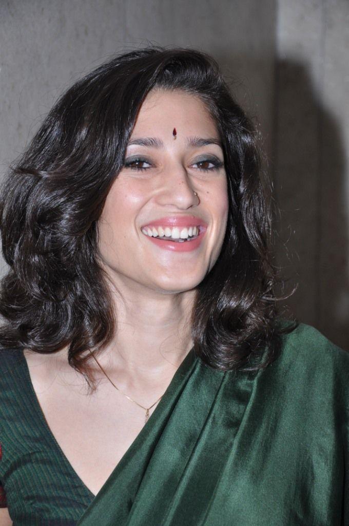 http://www.penguinbooksindia.com/sites/default/files/author/author_picture/Fatima%20Bhutto.JPG