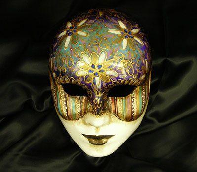 Volto con decoraioni a fiori Or46 - Maschera realizzata in cartapesta. Il disegno è realizzato con colori acrili a mano libera, rendendola quindi assolutamente unica. Infine, la maschera è impreziosita dalla tecnica dello screpolato....