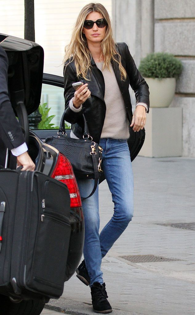 On-the-go gal Gisele Bundchen proves you should never travel without shades in tow! Check her out headed to Spain rockin' sleek sunnies!: Giselle Bundchen Style, Gisele Bundchen Fashion, Barcelona Street Style, Gisele Bundchen Street Style, Gisele Bundchen Style, Photo Shoots, Brazilian Beautiful, Barcelona Spain, Black Jackets
