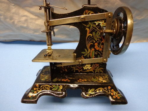 Vintage Antique Child's Hand Crank Sewing Machine Stamped 374962 Hand Painted | eBay