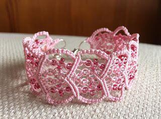 Belén Araia:     Pulsera micro macramé rosa hecha a mano con hi...