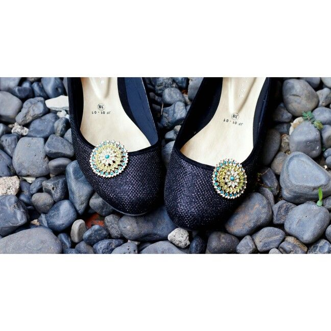 Emeraly shoe clips,  makes your shoes fashionable and cool..check others Collection only at www.zero-stores.com