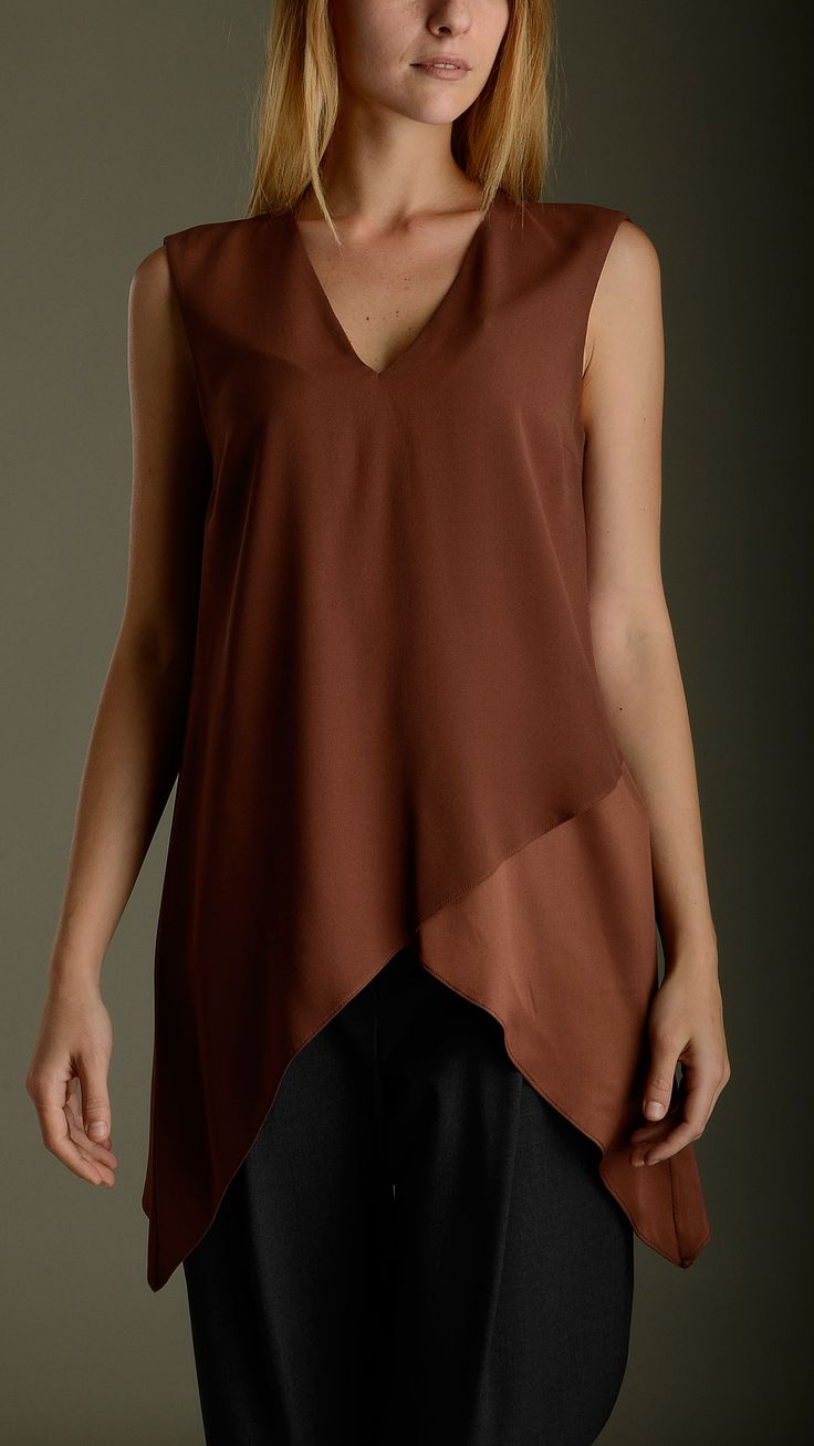 Long V neck Tulip top in crepe sable over silk satin characterized by a tone-on-tone glossy-opaque effect, 100% silk.