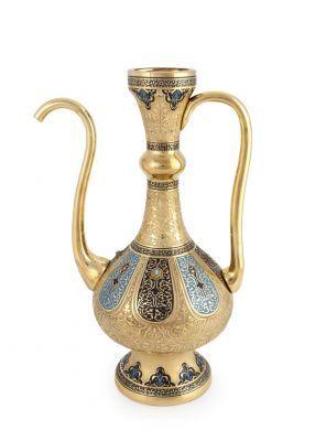 İBRİK - HASEKİ SULTAN KOLEKSİYONU Haseki, Osmanlı İmparatorluğu'nda hükümdarın cariyeleri arasında çocuk doğuran gözdelerine verilen isimdir. Hürrem Sultan, Kösem Sultan ve Hüma Şah Sultan Osmanlı tarihine damgasını vuran en önemli hasekilerdir. Bu koleksiyon; sarayın katı kuralları, ritüelleri ve törenleri ile gizemini yüzyıllar boyunca koruyan en mahrem bölümü olan haremin, en özel gözdelerine, hasekilere adanmıştır. 3.500 TL