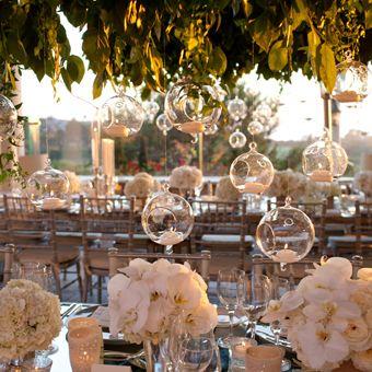 La décoration de salle de mariage champêtre Vous pouvez vous imaginer pleinement dans un décor champêtre pour le plus beau jour de votre vie ! C'est un thème qui invite à se défaire du style …