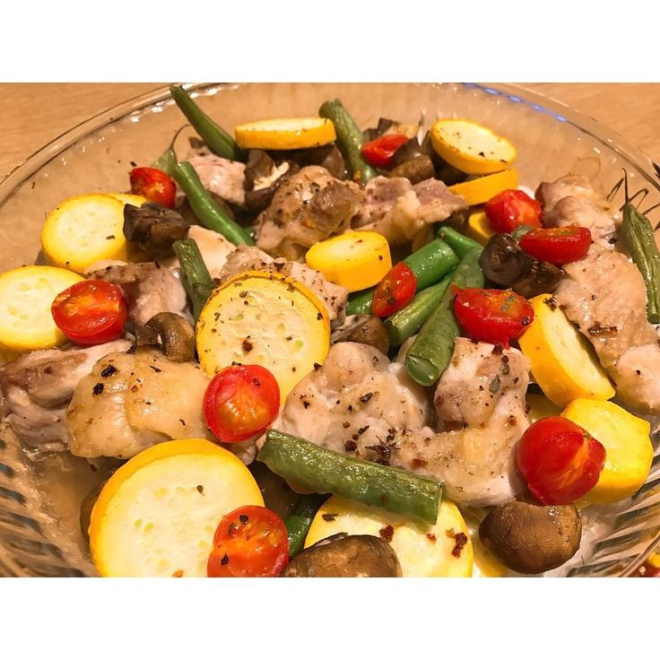 お野菜と鶏肉のグリル焼き 簡単で我が家ではよく食べます この日はズッキーニ、インゲン、 トマト、マッシュルーム、鶏肉!  #野菜#鶏肉#グリル#希んちのごはん