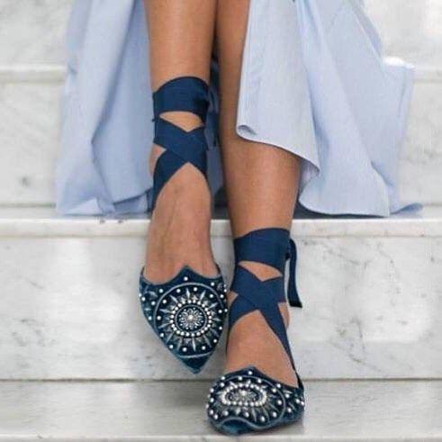 "313 отметок «Нравится», 10 комментариев — Diario de una Novia (@diariodenovia) в Instagram: «Bailarinas perfectas para el baile o para tu ""algo azul@ de @aquazzura»"