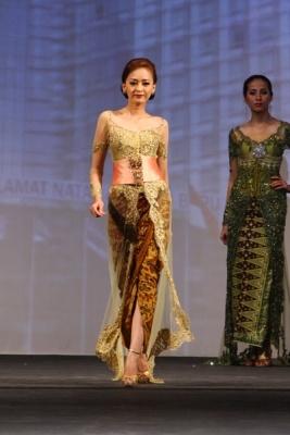 kebaya from Hengky Kawilarang