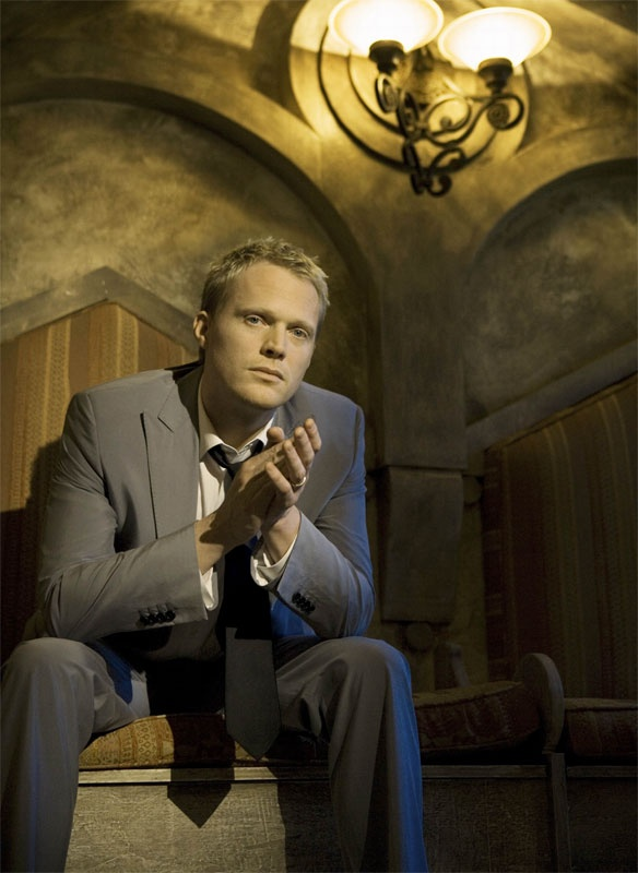 Paul Bettany as a currently unnamed 1812 ship surgeon (typecasting much?)