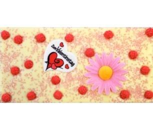 Be my Valentine - Unsere cremige weisse Schokolade als ideales Schoggi-Valentinsgeschenk, belegt mit Valentins-Herz, einer rosa Margerite, roten Mimosen und rosa Zuckersplit