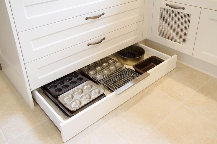 Large traditional kitchen with granite benchtops. Kickboard drawers. www.thekitchendesigncentre.com.au @thekitchen_designcentre