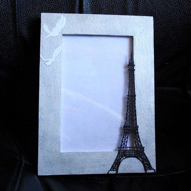 рамка для фото; материалы: дерево, акриловая краска, полимерная глина. #handmade #photoframe #frame #Paris #pigeon #toureiffel #silver #polymerclay #interior #фото #фоторамка #рамка #Париж #эйфелева_башня #голубь #хендмейд #полимернаяглина #интерьер #декор