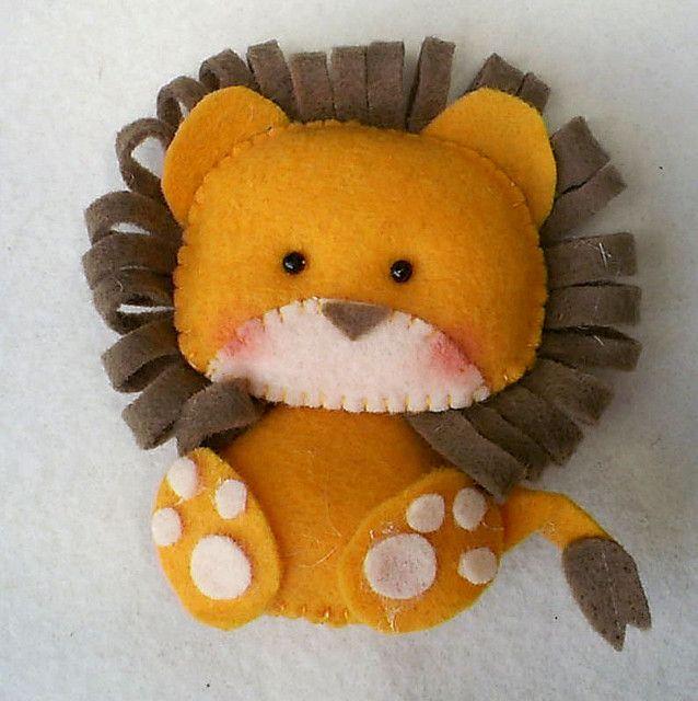León de fieltro