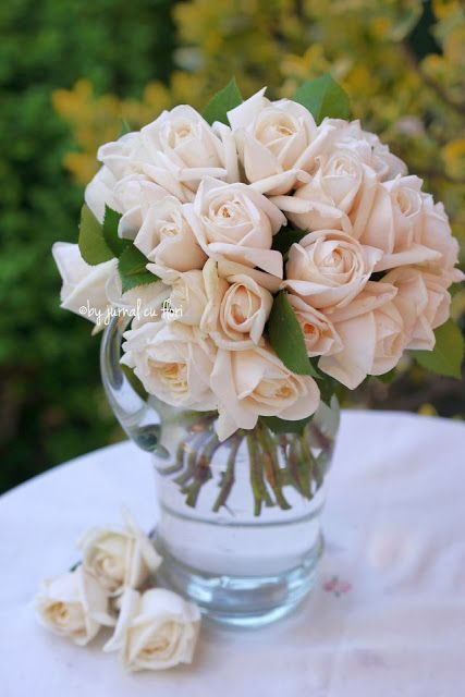 #buchettrandafiri pastel albi in vaza #masacuflori