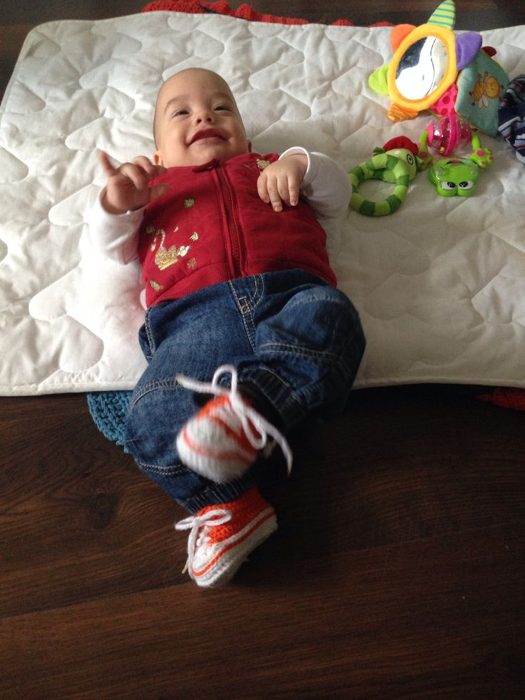 Kickin in his new crocheted baby converse - thanks for the pattern to Suzanne Resaul on Ravelry