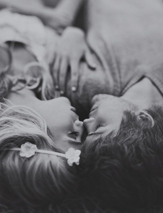 Love this point of view //Engagement Pictures, Photos Ideas, Hippie, Engagement Photos, Engagement Pics, Black, Photography, Couples Shots, Kisses