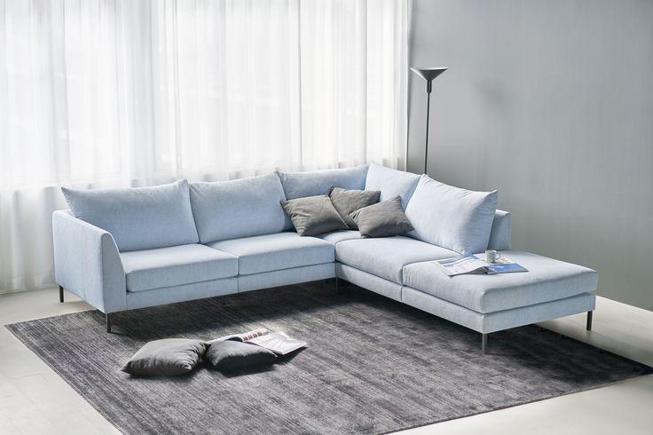 Oletko jo ehtinyt ihastua syksyn uutuussohvaamme Loftiin?  😍 Loftin selkeät linjat ja keveä ulkonäkö istuvat täydellisesti skandinaaviseen ja industrial-henkiseen sisustukseen.  Jälleenmyyjä: Isku-myymälät  #pohjanmaan #pohjanmaankaluste #käsintehty #koti #sohva #olohuone #livingroominspo #livingroomdecor