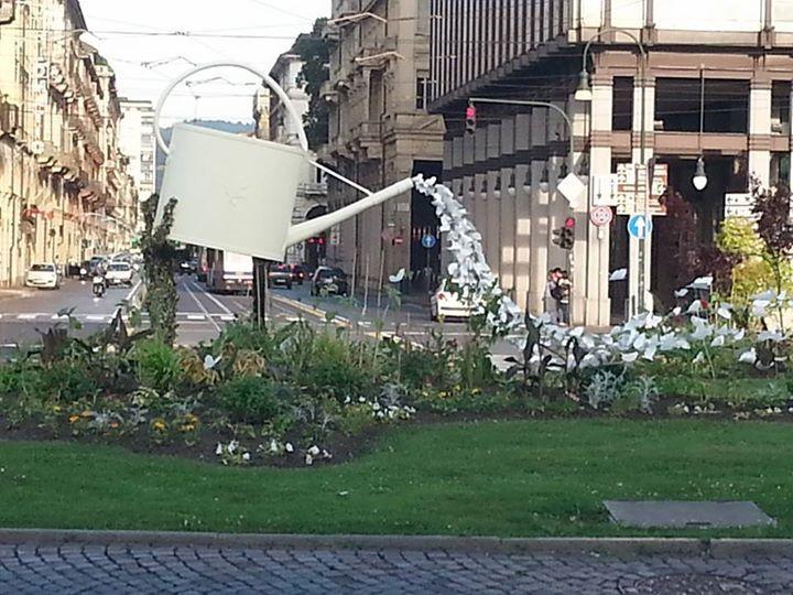 Una rotonda originale in piazza XVIII dicembre, Porta Susa, Torino. Opera dell'artista Rodolfo Marasciuolo