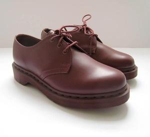 Ingin bergaya sedikit tomboi? Sepatu keluaran Doc Martens berikut adalah pilihan yang pas!