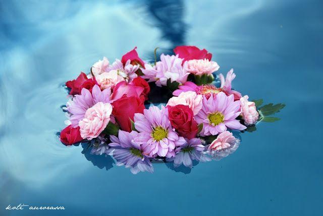 Diy floating flower decoration.