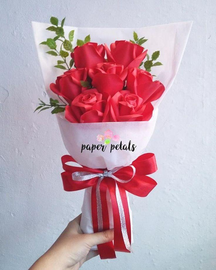 NEW MODEL ! READY STOCK (warna merah, seperti yg di foto) !! warna lain tidak ready stock !! order h-5 line : hannaaiueo BANDUNG only #jualan #bunga #jualanbunga #bungakertas #mawar #mawarkertas #buket #bouquet #bungabandung #wisuda #unpar #unpargraduation #itb #unpad #maranatha