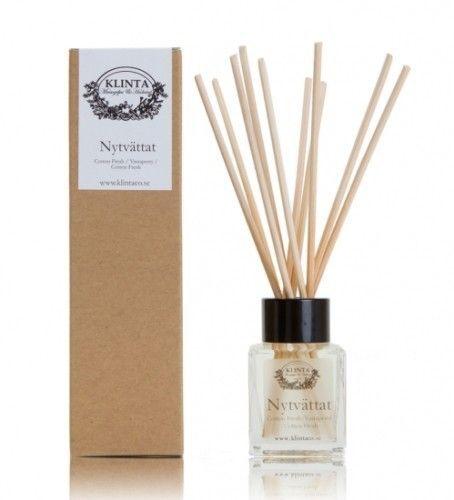 Dejlige duftpinde fra Klinta & Co. Deres duftpinde er fremstillet af miljøvenlige, vegetabilske olier, som giver en blid duft i rummet, antallet af pinde du sætter i, afgør hvor kraftig en duft det gir'.  http://kræzen.dk/duftpinde-honning-havre/