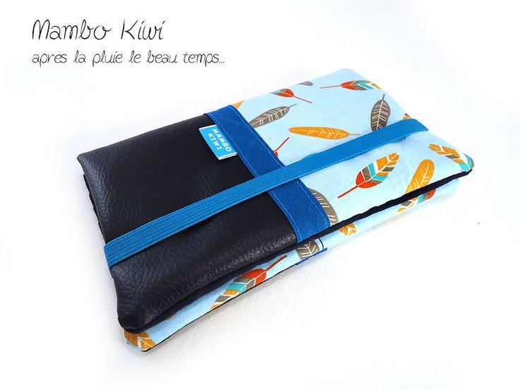 Portefeuille femme - Etui carnet de chèques - Porte-cartes en simili cuir bleu marine avec tissu plumes colorées : Porte-monnaie, portefeuilles par mambo-kiwi