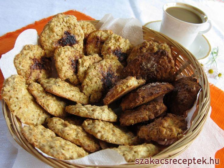 Egyszerű és egészséges keksz a nyári kávéhoz vagy a karácsonyi asztalra is. Ha barna cukrot használunk, a keksz íze sokkal karamellesebb lesz. Az ízét kakaó, fahéj, vagy mazsola és dió hozzáadása által is megváltoztathatjuk.
