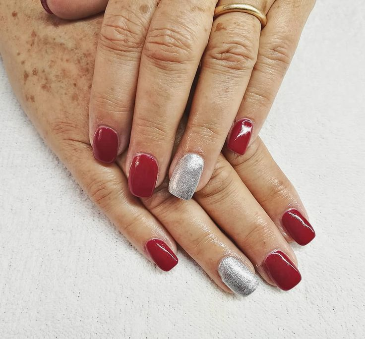 Uñas acrílicas rojas para estas fiestas. #red #rojo #manicura #manicure #nails #uñas #gelnails #uñasgel #rednails #uñasrojas #beauty #revivenailbeauty #barcelona #beautysalon #acrilicnails
