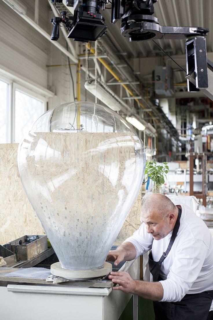 BOMMA manufactory insight  photo: Johana Němečková #glassmaking #craftmanship #czechcrystal #crystal #mouthblown #handmade #tradition #glass #crystal #glassblowing #czechrepublic #glassmaker