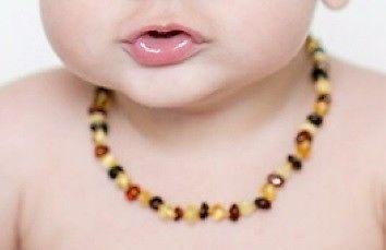 Collar de ámbar báltico para bebé. dentición