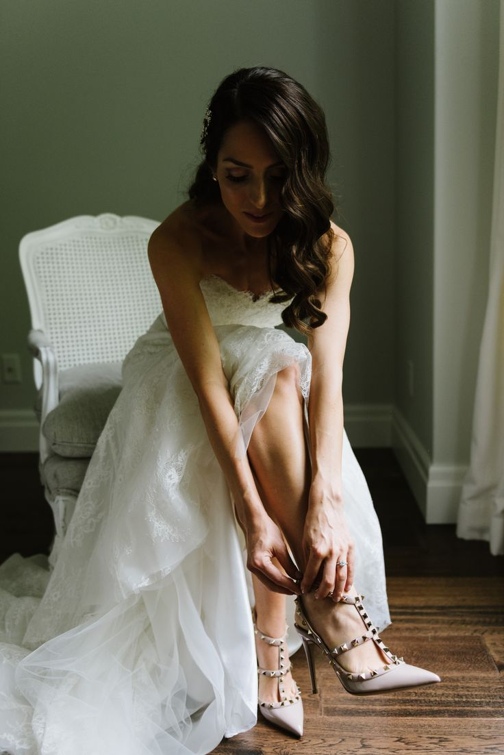Slipping into her perfect wedding shoes | Nude Valentino heels | Tulle and lace sweetheart gown | Vintage curls | Photography: Erin Leydon