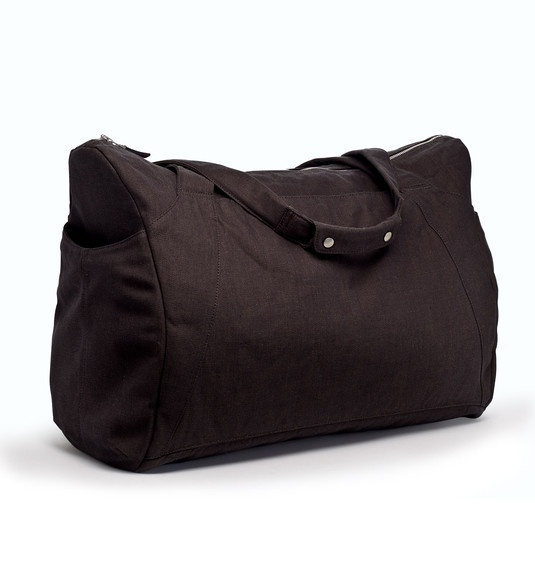 I love the beautiful, clean lines of this duffel bag