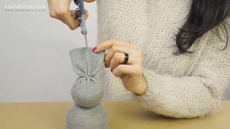 Hier wird dir gezeigt wie einfach es ist aus einer alten Socke einen süßen Osterhasen zu Basteln. Das tolle an der Sache ist, das jeder nach machen kann