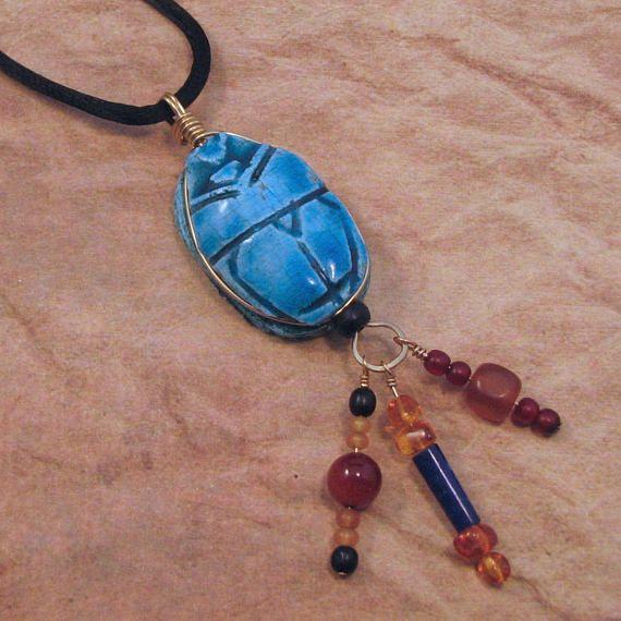 Collar de escarabajo egipcio azul con grano cuelga egipcio