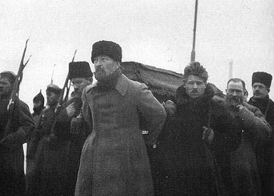 Pallbearers carrying Lenin's coffin during his funeral, from Paveletsky Rail Terminal to the Labor Temple. Felix Dzerzhinsky at the front with Timofei Sapronov behind him and Lev Kamenev on the left.