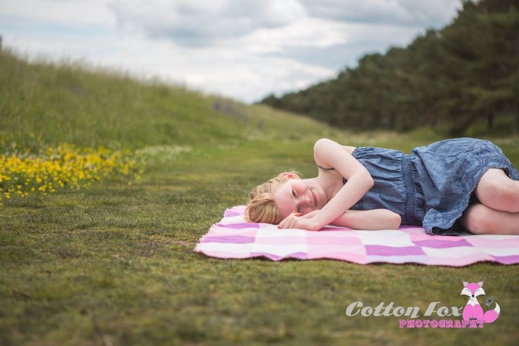 Freckles, Frogs and a Driftwood Fort - Children's Natural Portrait Photography Session