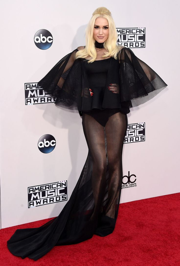 The 4 Stages of Processing Gwen Stefani's AMA Red Carpet Look  - ELLE.com