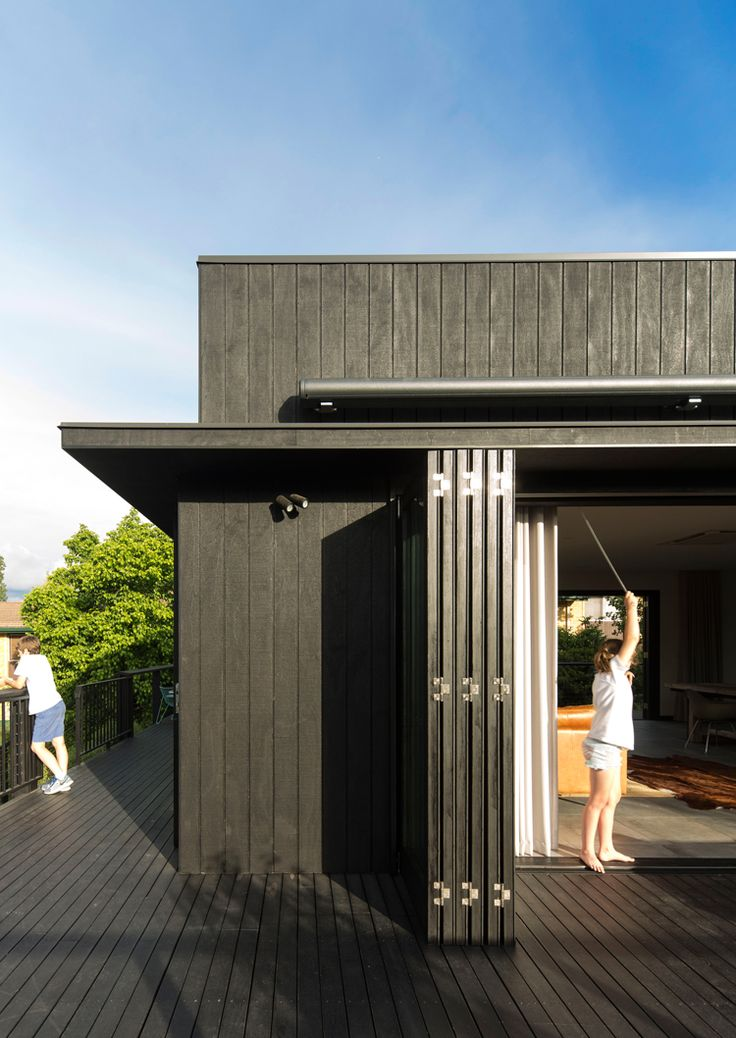 Those Architects have recently transformed a late 19th century heritage-listed four bedroom cottage in a quiet, leafy country town in Australia into a large, workable, light filled contemporary country home.