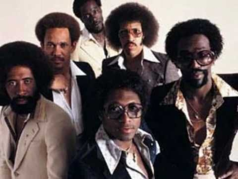 I'm in a cleaning kinda mood - hair's in a ponytail - sweats on - dancing with the mop and broom... the Commodores!