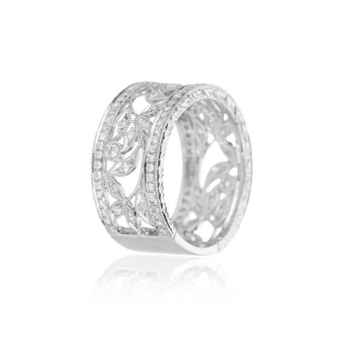 Anillo de oro blanco con 121 diamantes de talla brillante, de Beaprincess