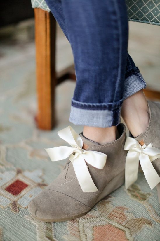DIY Ribbon Shoe Laces by Erin    Sewbon   Project   Weaving   Embroidery   Cross Stitch / Shoes   Kollabora