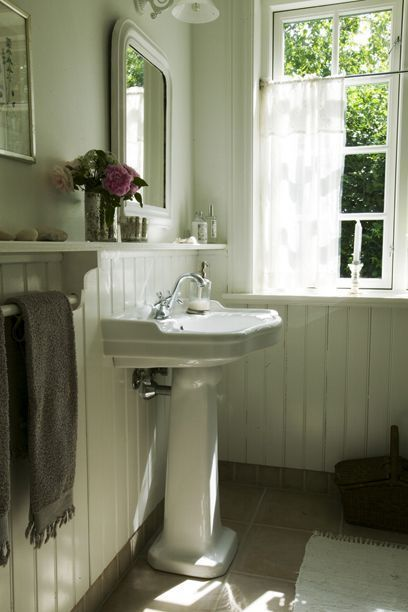 1000 Ideas About Bungalow Bathroom On Pinterest White Bath Ideas Craftsman Bathroom And