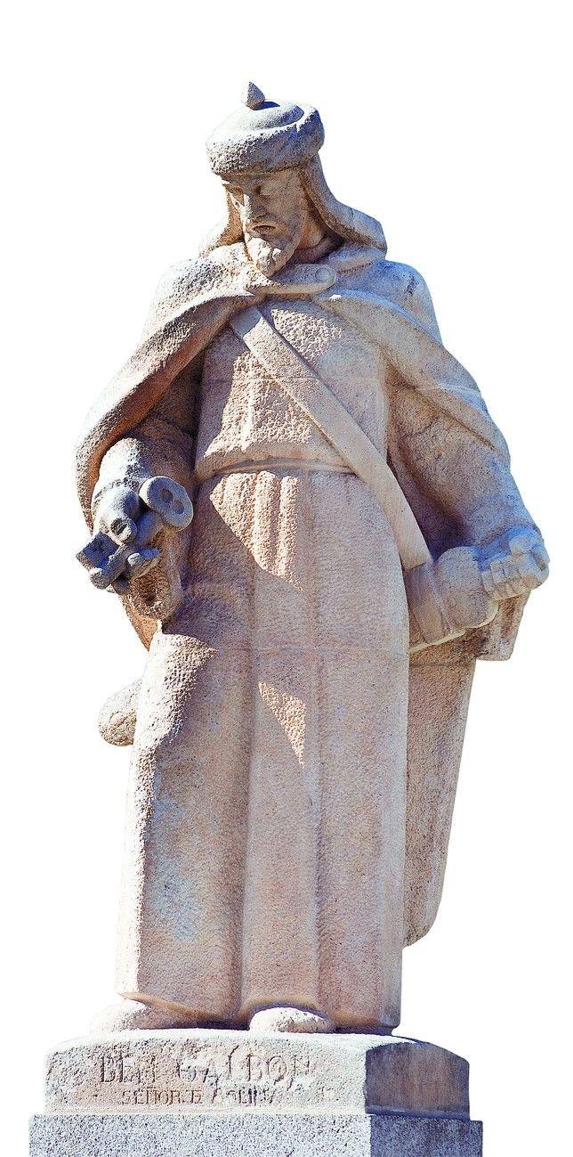 La estatua de Bengalbón, alcalde de Molina de Aragón y amigo del Cid.   - Foto: Ángel Ayala